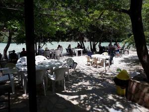 cafe-bar-taverna-o sotiris-axerontas-16