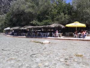 cafe-bar-taverna-o sotiris-axerontas-21