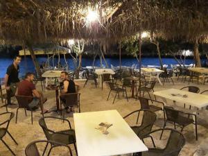 cafe-bar-taverna-o sotiris-axerontas-26